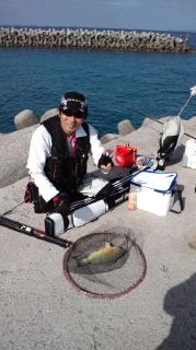 沖縄の蒼い海でフカセ釣り